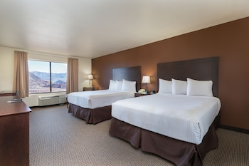 Standard Room, 2 Queen Beds, Lake View