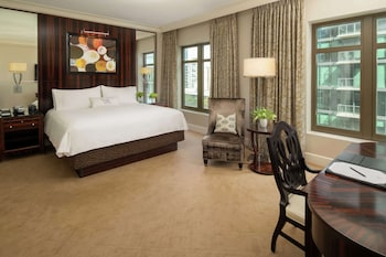 Room, 1 King Bed, Accessible (Buckhead, Mob/Hear, Roll-in Shower)
