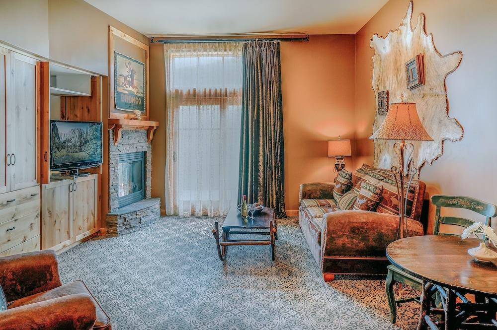 Standard Room, 1 Queen Bed, Mountain View