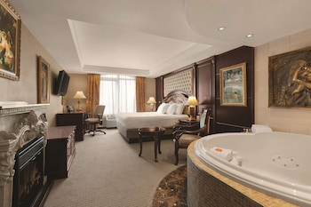 Suite, 1 King Bed, Non Smoking, Jetted Tub (1 bedroom)