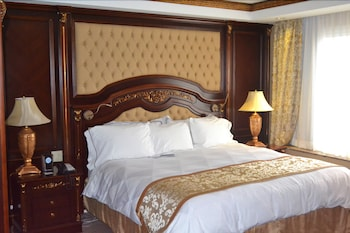 Suite, 1 King Bed, Non Smoking, Jetted Tub (400 sq. feet)