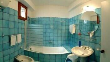 호텔 르 피오리에르(Hotel Le Fioriere) Hotel Image 9 - Bathroom
