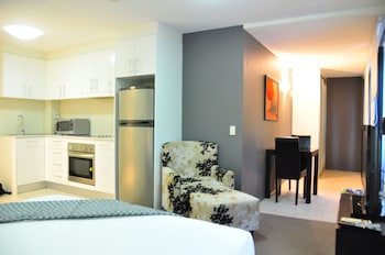Deluxe Studio with Queen Bed min 3 nights (daily housekeeping)