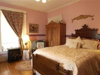 Comfort Room, 1 Queen Bed, Jetted Tub