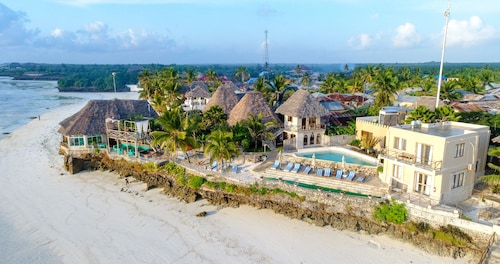 . Coral Rock Hotel & Restaurant