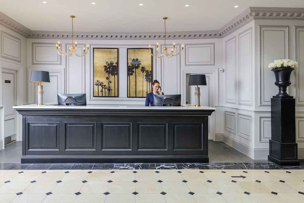 https://i.travelapi.com/hotels/2000000/1920000/1914500/1914432/c80bc324_z.jpg