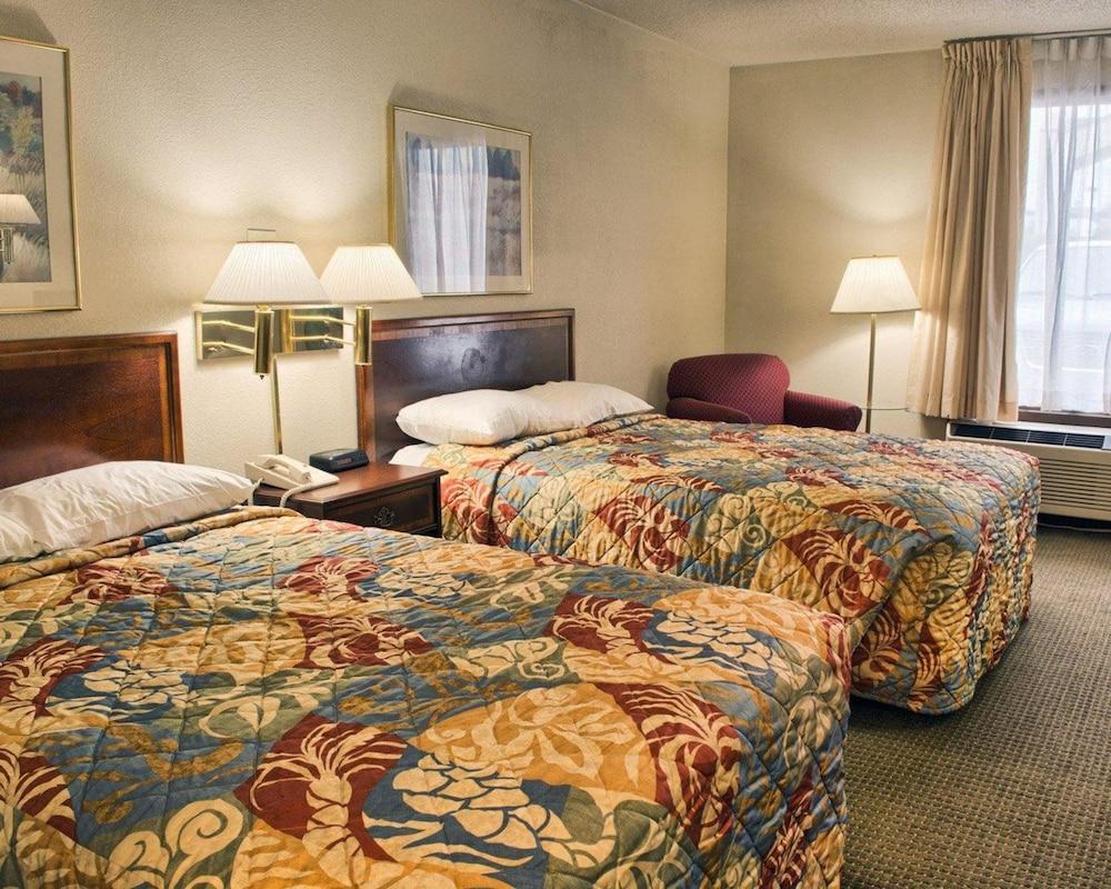 로드웨이 인(Rodeway Inn) Hotel Image 3 - Guestroom