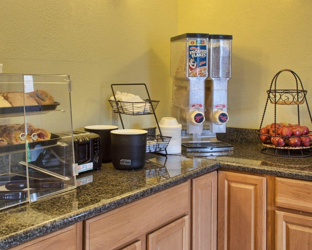 로드웨이 인(Rodeway Inn) Hotel Image 23 - Breakfast Area