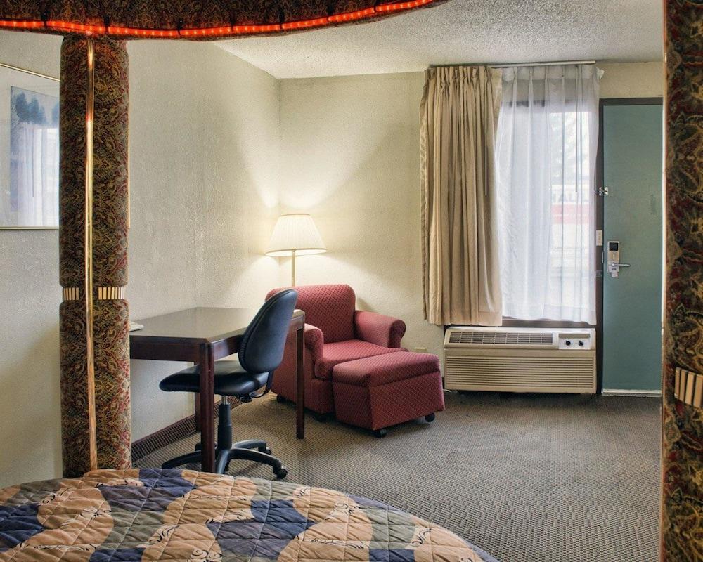 로드웨이 인(Rodeway Inn) Hotel Image 11 - Guestroom