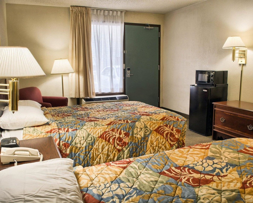 로드웨이 인(Rodeway Inn) Hotel Image 12 - Guestroom