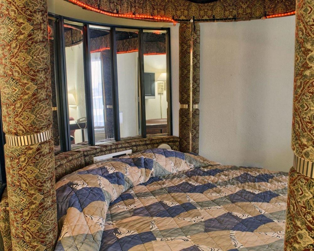 로드웨이 인(Rodeway Inn) Hotel Image 17 - Guestroom