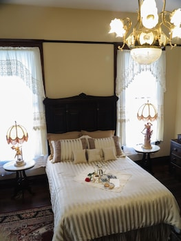 Traditional Double Room, Ensuite (Victorian Chamber Room)