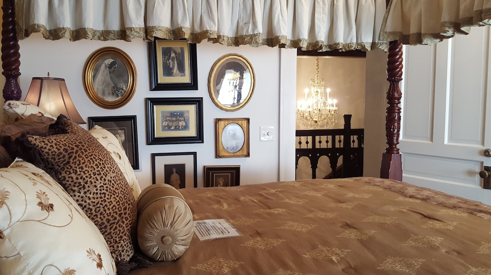 Basic Double Room, Private Bathroom (Camelia Room)