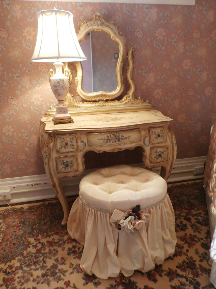 Family Quadruple Room, Ensuite (Country French Suite)