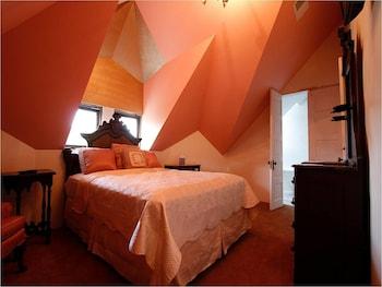 Family Triple Room, Ensuite (Vulcan Vista Suite)