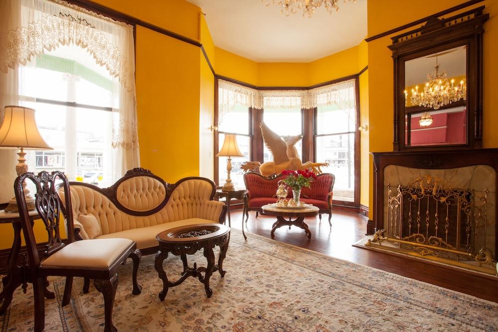 Family Quadruple Room, Ensuite, City View (Southern Belle Suite)