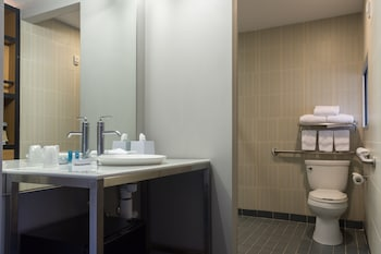 Aloft Charleston Airport & Convention Center - Bathroom  - #0