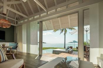 Sanctuary Ocean Pool Villa king bed