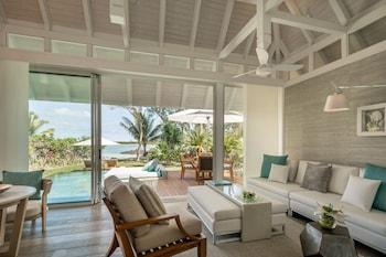Sanctuary Beach Pool Villa king bed