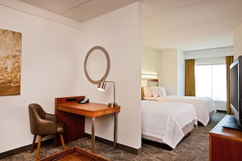 Guestroom at SpringHill Suites by Marriott Chesapeake Greenbrier in Chesapeake
