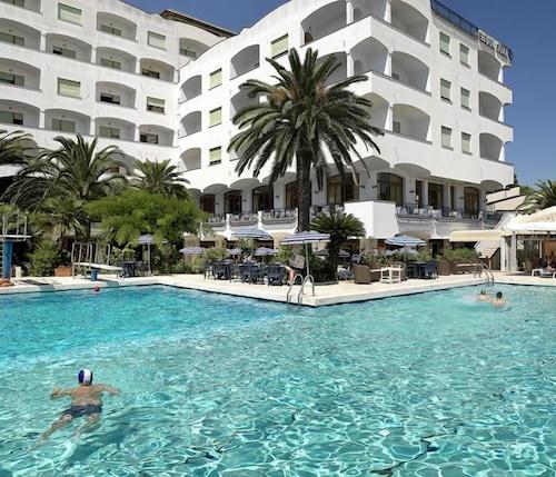 . Grand Hotel Don Juan