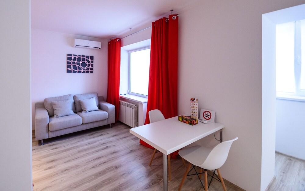 Partner Guest House Бассейная