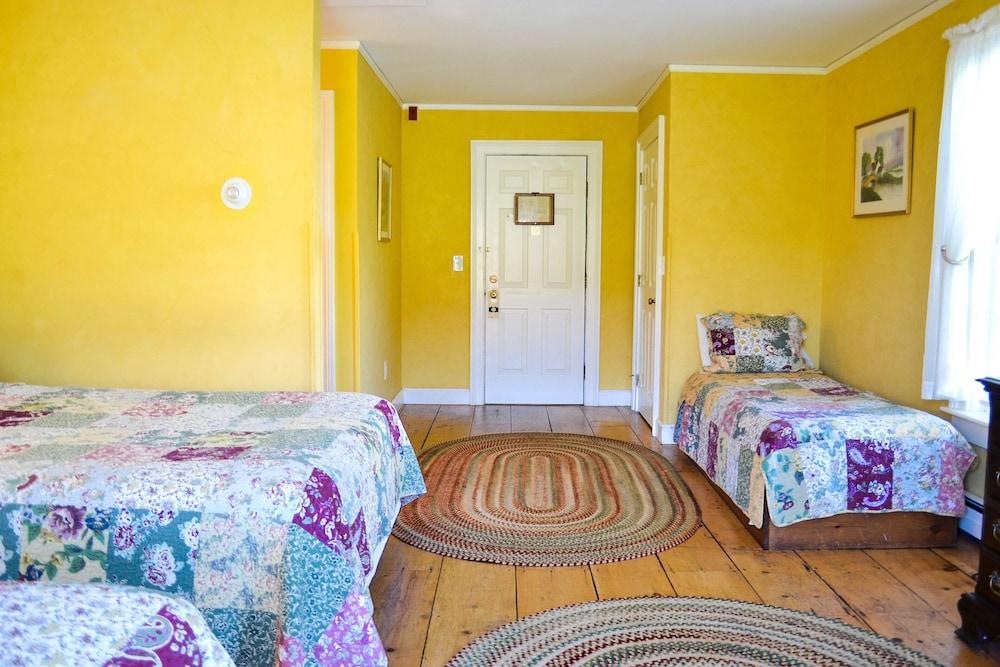 https://i.travelapi.com/hotels/2000000/1930000/1924800/1924710/c0e47d56_z.jpg
