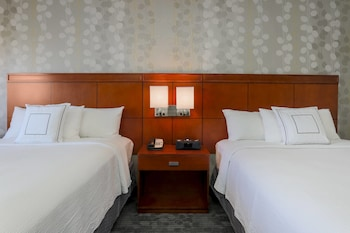 Guestroom at Courtyard by Marriott San Diego Airport/Liberty Station in San Diego