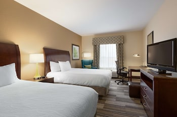 Room, 2 Queen Beds, Bathtub (with Tub and Shower)