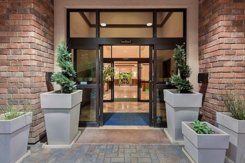 . Holiday Inn Express Hotel & Suites Atascadero