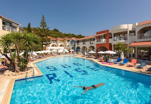 . Sunrise Hotel - Adults Only