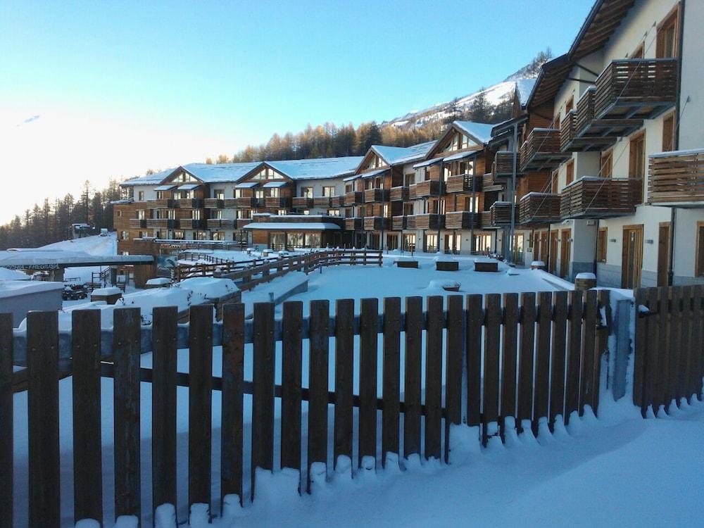 Hotel Jafferau, Featured Image
