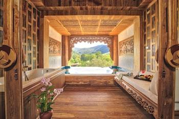 Pool Suite Water View