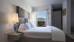 Classic Suite, 1 Queen Bed, Garden View