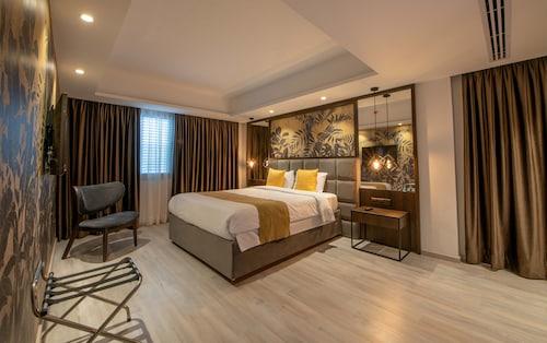 . Almond Business Hotel