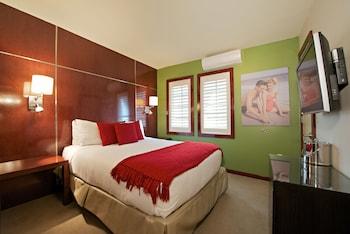Junior Room, 1 Queen Bed