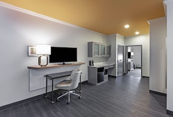 Suite, 1 King Bed, Accessible (Mobility Transfer Shower)