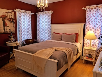 Traditional Room, 1 Queen Bed, Non Smoking