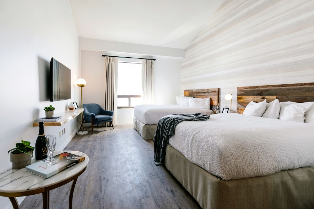 https://i.travelapi.com/hotels/2000000/1960000/1956400/1956400/86b130e9_z.jpg