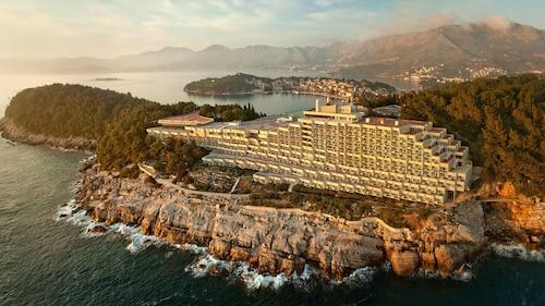 . Hotel Croatia