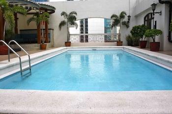 The Perla Hotel Makati Outdoor Pool