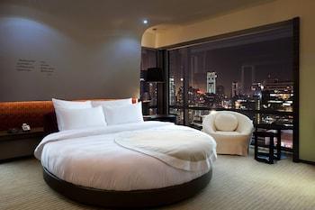 Signature Room, 1 Double Bed, Non Smoking (Circular, High Floor)