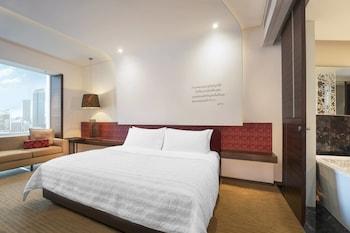 Signature Room, 1 King Bed (Vista, High Floor)
