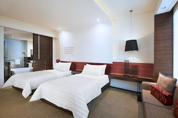 Room, 2 Twin Beds, City View