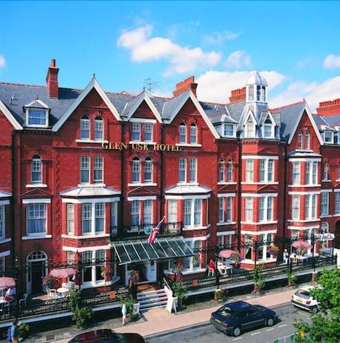 . Glen Usk Hotel