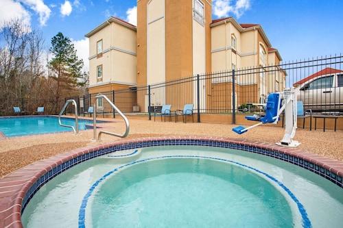 . La Quinta Inn & Suites by Wyndham Palestine