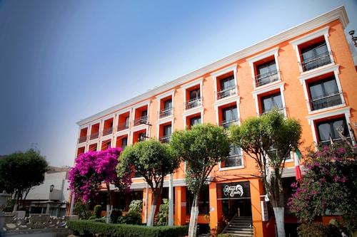 . Hotel Emily