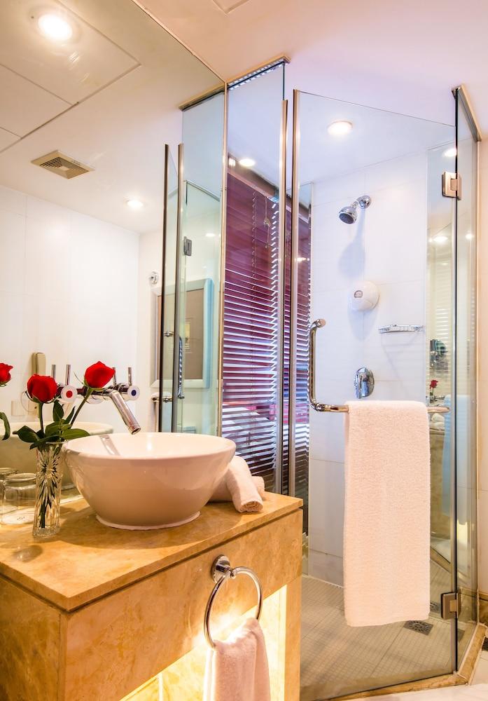 머큐어 온 렌민 스퀘어 시안(Mercure on Renmin Square Xian) Hotel Image 42 - Bathroom Shower