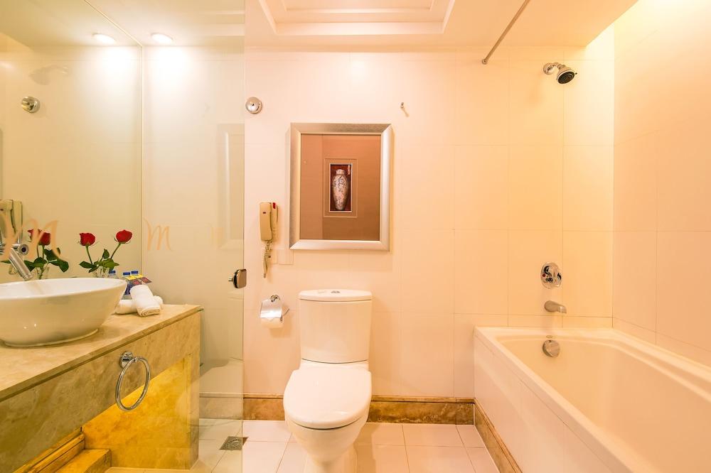 머큐어 온 렌민 스퀘어 시안(Mercure on Renmin Square Xian) Hotel Image 18 - Bathroom