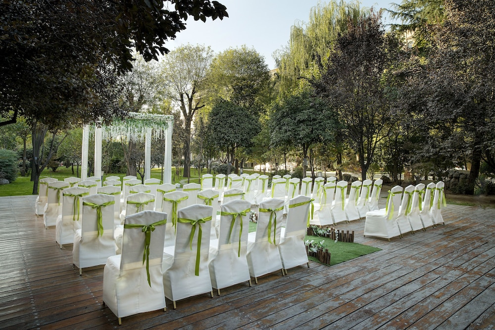 머큐어 온 렌민 스퀘어 시안(Mercure on Renmin Square Xian) Hotel Thumbnail Image 38 - Outdoor Wedding Area